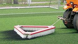Verti-Broom для чистки и выравнивания покрытий газона