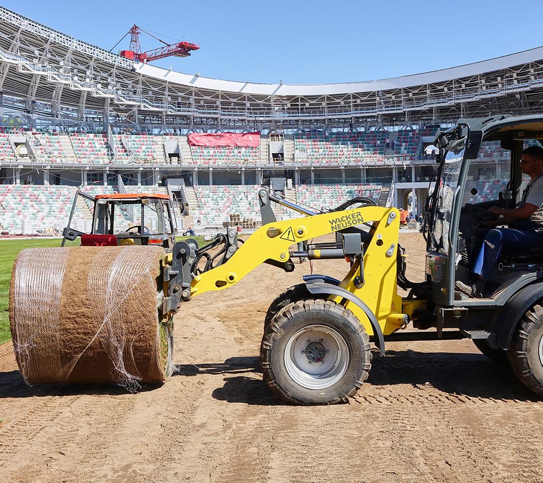 соблюдаем сроки строительства футбольного поля